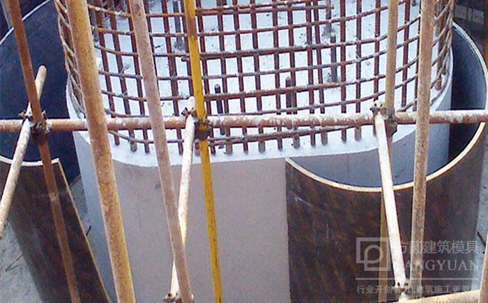 圆柱木模具自动脱模