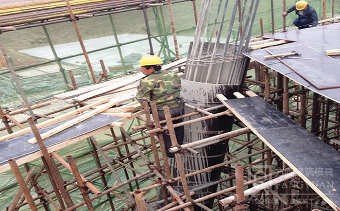 木制圆模板施工浇筑现场