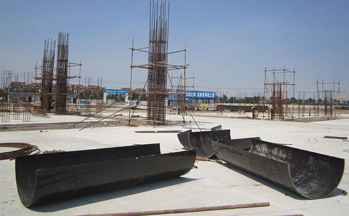 木制圆柱子模板在工地的存放