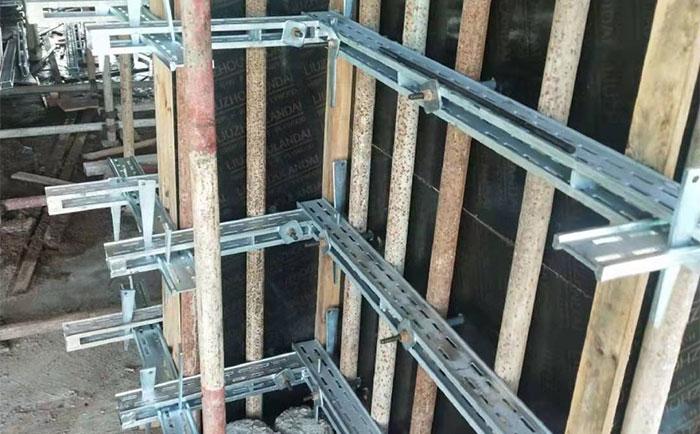 新型剪力墙模板支撑加固体系