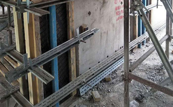 新型剪力墙模板支撑脱模成型