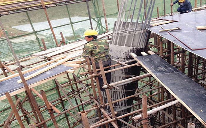 圆柱子木模板现浇混凝土现场