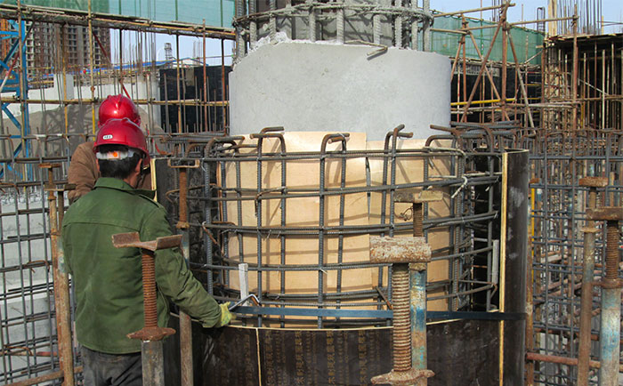 圆柱木模板错位安装